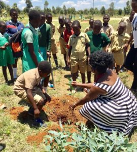 Dr. Molly Madziva teaches students in Zimbabwe about sustainability